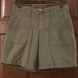 Gap Girlfriend Chino Shorts army green sz4